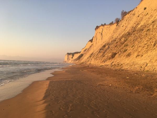 Παραλία στη Κέρκυρα.jpg